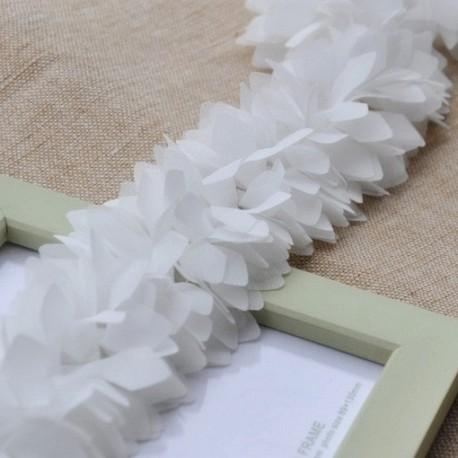 Шифоновые лепестки белые , длина лепестков 6 см